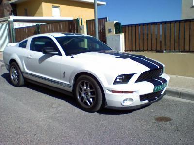 Ford Mustang GT500 por la calle