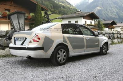 Renault Laguna Sedán,fotos espías